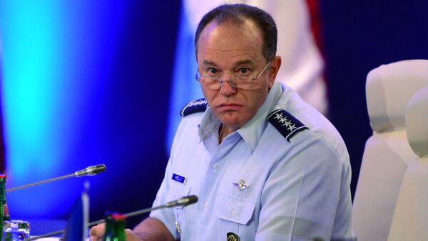 Naczelny dowódca połączonych sił zbrojnych NATO w Europie Philip Breedlove - Sputnik Polska