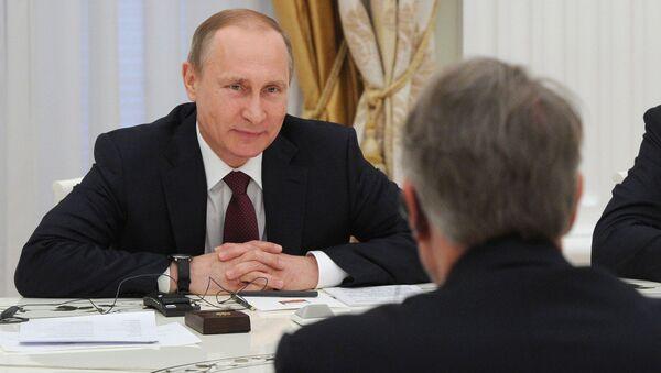 Prezydent Rosji Władimir Putin i minister przemysłu i handlu Rosji Denis Manturow podczas spotkania na Kremlu - Sputnik Polska
