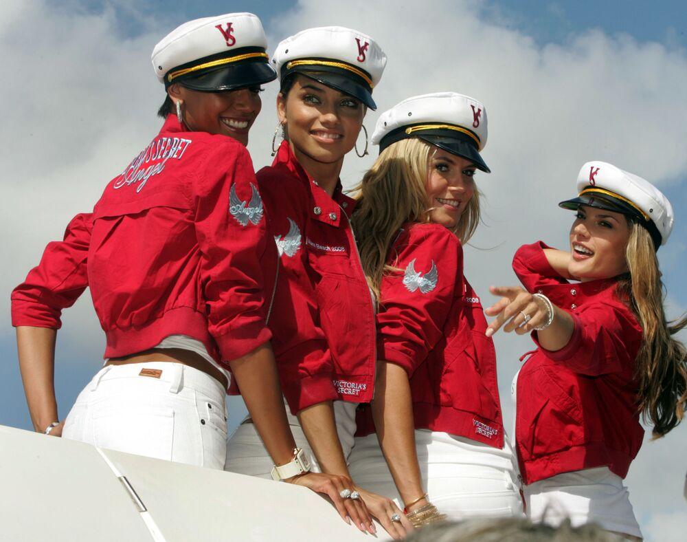 Modelki Victoria's Secret Selita Ebanks, Adriana Lima, Heidi Klum и Alessandra Ambrosio