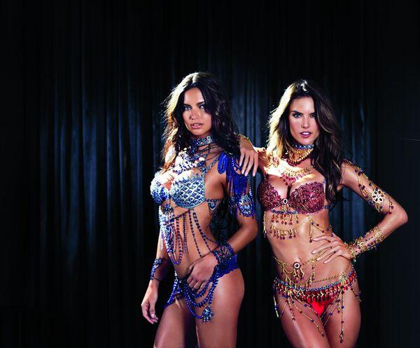 Modelki Adriana Lima i Alessandra Ambrosio na pokazie Victoria's Secret - Sputnik Polska