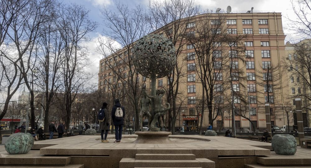 Fontanna Adam i Ewa przy ulicy Nowokuznieckiej, Moskwa