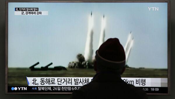 Reportaż południowokoreańskiej telewizji przedstawiający ujęcia startu rakiet w Korei Północnej - Sputnik Polska