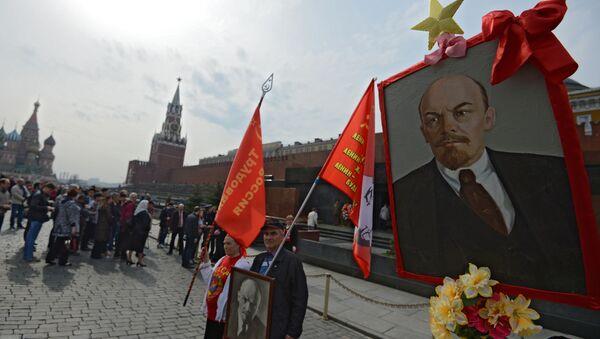 Składanie kwiatów pod Mauzoleum W. I. Lenina - Sputnik Polska