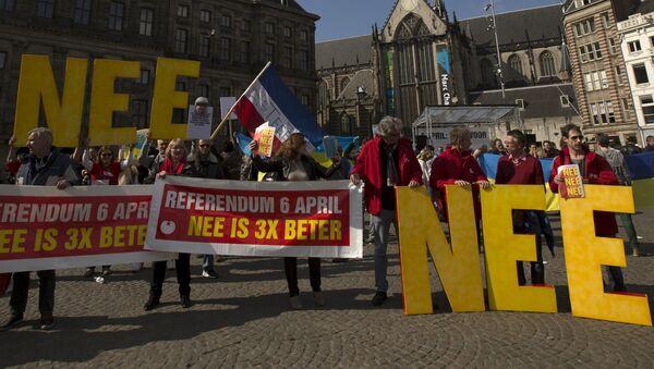 Demonstranci w Holandii wzywają do głosowania przeciwko umowie stowarzyszeniowej Ukrainy i UE - Sputnik Polska