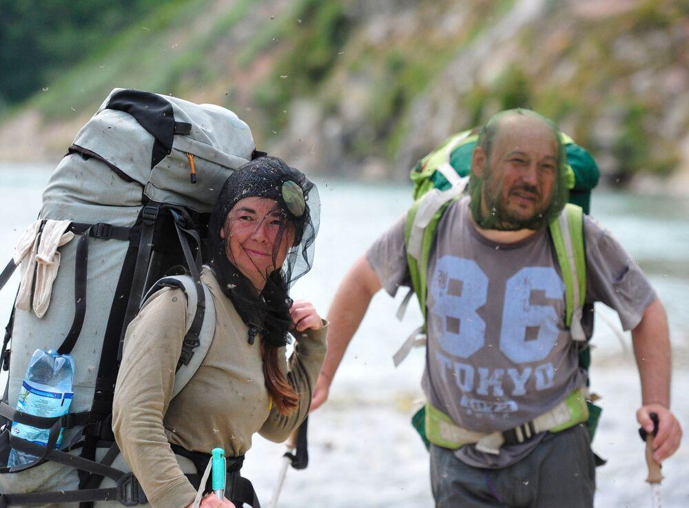 Turyści w Dolinie Gejzerów w Rezerwacie Kronockim na Kamczatce