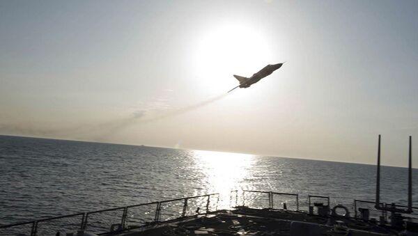 Samolot wojskowy nad niszczycielem USA Donald Cook - Sputnik Polska