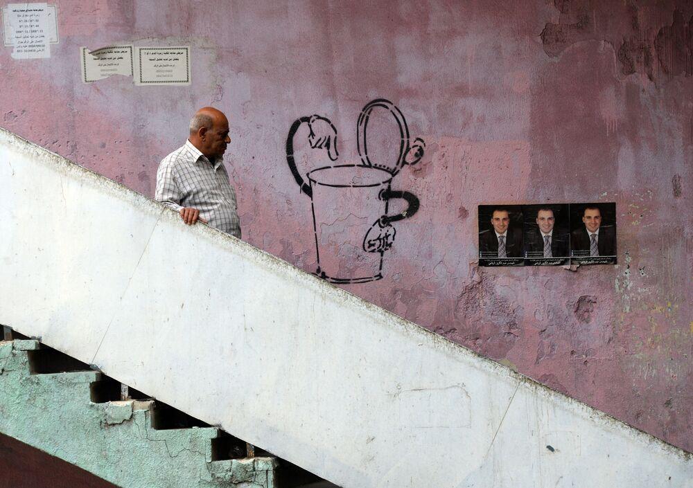 Plakaty kandydatów do parlamentu Syrii