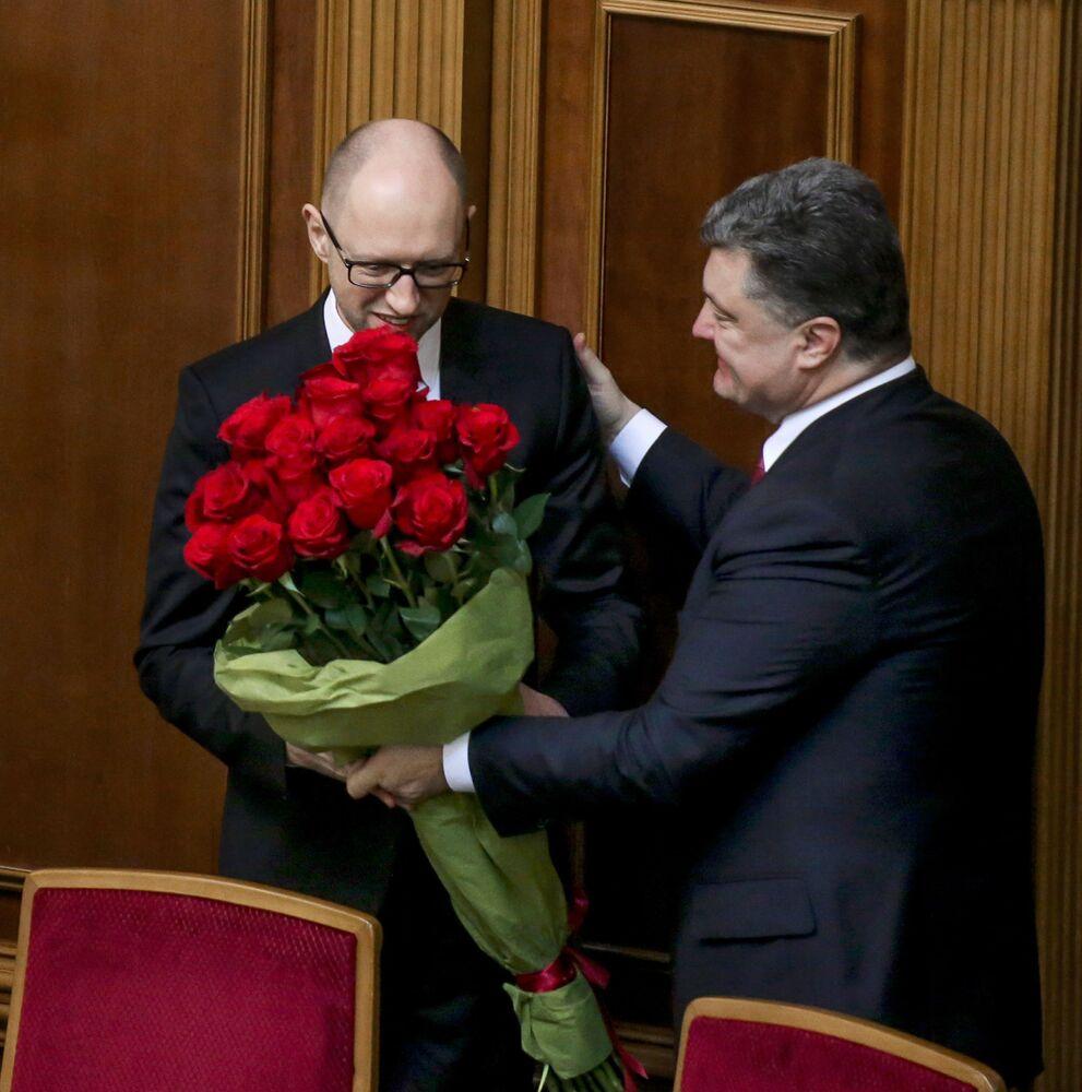 Premier Ukrainy Arsenij Jaceniuk i prezydent Ukrainy Petro Poroszenko na pierwszym posiedzeniu nowo wybranej Rady Najwyższej Ukrainy w Kijowie