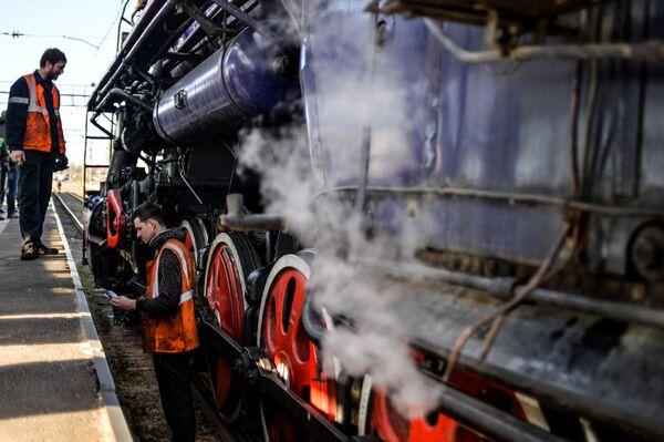 Turystyczny pociąg retro w Nowogrodzie Wielkim - Sputnik Polska