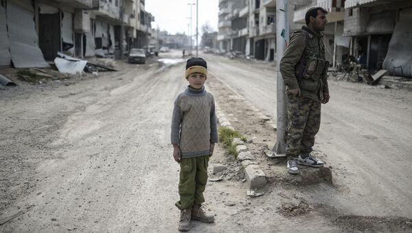 Mieszkańcy na ulicach miasta Ajn al-Arab w Syrii - Sputnik Polska