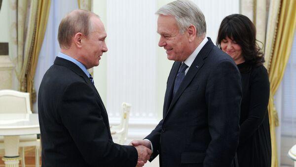 Prezydent Rosji Władimir Putin i szef MSZ Francji Jean-Marc Ayrault podczas spotkania na Kremlu - Sputnik Polska