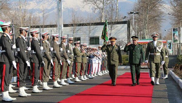 Minister obrony Rosji Siergiej Szojgu i szef irańskiego resortu obronnego Hossein Dehghan - Sputnik Polska