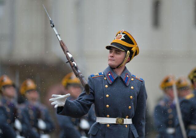 Ceremonia zmiany pieszej i konnej warty Pułku Prezydenckiego