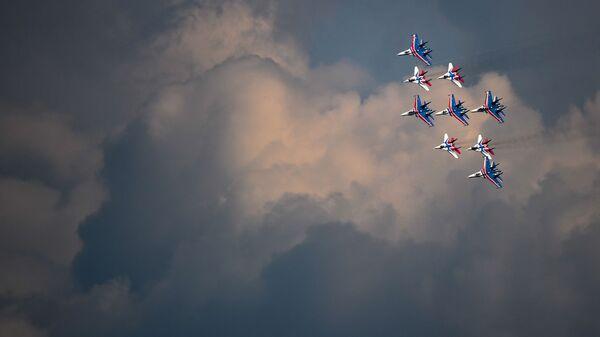 Совместная тренировка групп парадного строя авиации к Параду Победы - Sputnik Polska