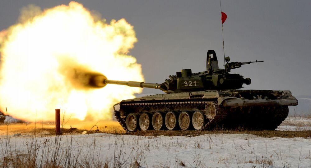 Czołg T-72 podczas zawodów z biathlonu czołgowego w Kraju Nadmorskim