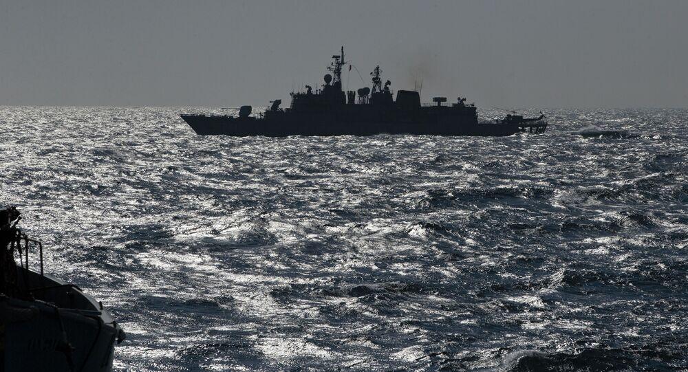 Turecka fregata NATO TCG Turgutreis na Morzu Czarnym
