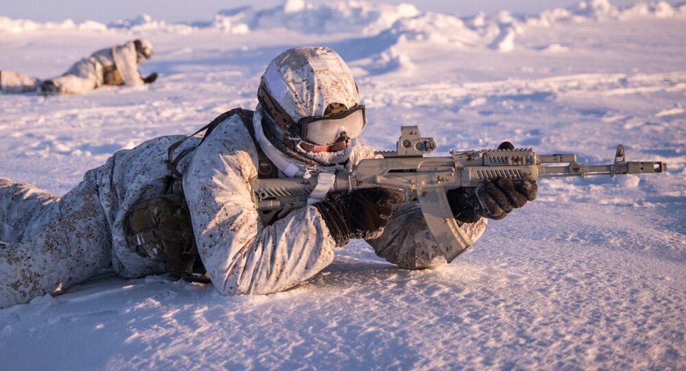 Żołnierze jednostek wojskowych Republiki Czeczeńskiej podczas ćwiczeń w rejonie Bieguna Północnego