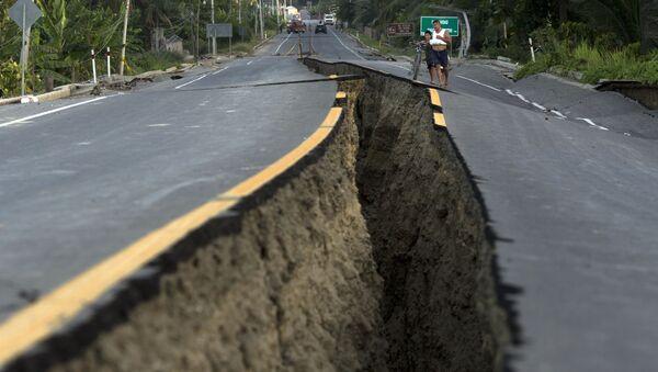 Droga po trzęsieniu ziemi w Ekwadorze - Sputnik Polska