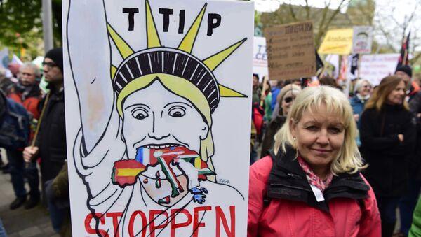 Protest przeciw TTIP w Hanowerze - Sputnik Polska