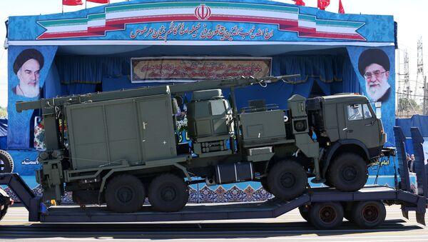 Demonstracja elementów rosyjskich zestawów przeciwlotniczych S-300 podczas defilady wojskowej w Iranie - Sputnik Polska