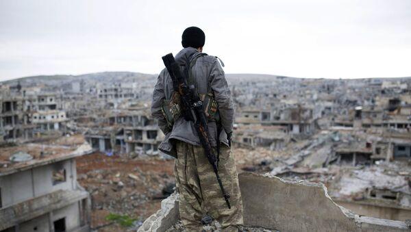 Syryjski kurdyjski snajperem w miejscowości Ajn al-Arab - Sputnik Polska