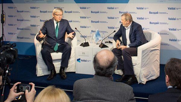 Były premier Australii Kevin Rudd i przewodniczący Rady Klubu Wałdajskiego Andriej Bystrzycki w czasie spotkania klubu - Sputnik Polska