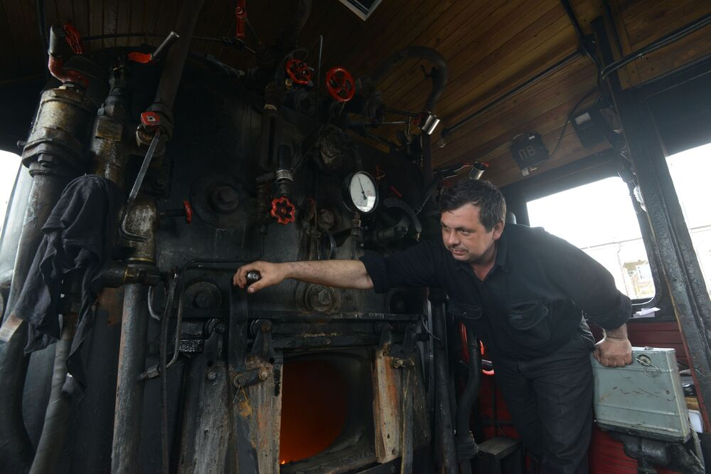 Maszynista retro pociągu Pobieda