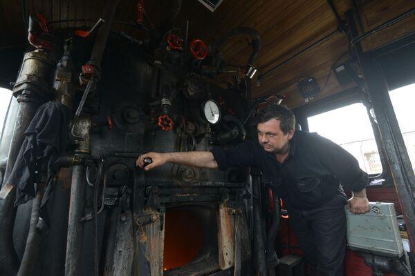 Maszynista retro pociągu Pobieda - Sputnik Polska