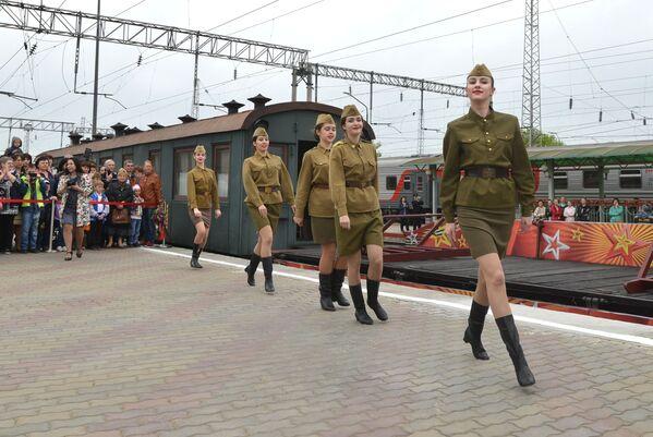 Przyjazd retro pociągu Pobieda na stację Mineralne Wody - Sputnik Polska