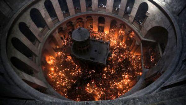 Cudowne zstąpienie Świętego Ognia w Bazylice Grobu Świętego w Jerozolimie - Sputnik Polska
