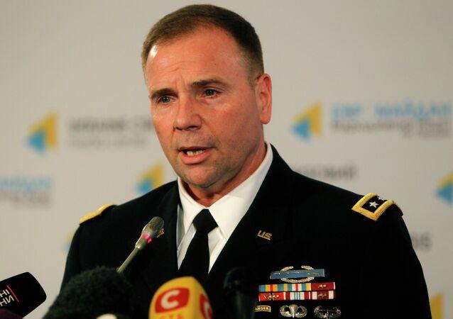 Dowódca wojsk USA w Europie, generał broni Frederick Ben Hodges