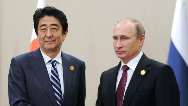 Prezydent Rosji Władimir Putin i premier Japonii Shinzō Abe - Sputnik Polska