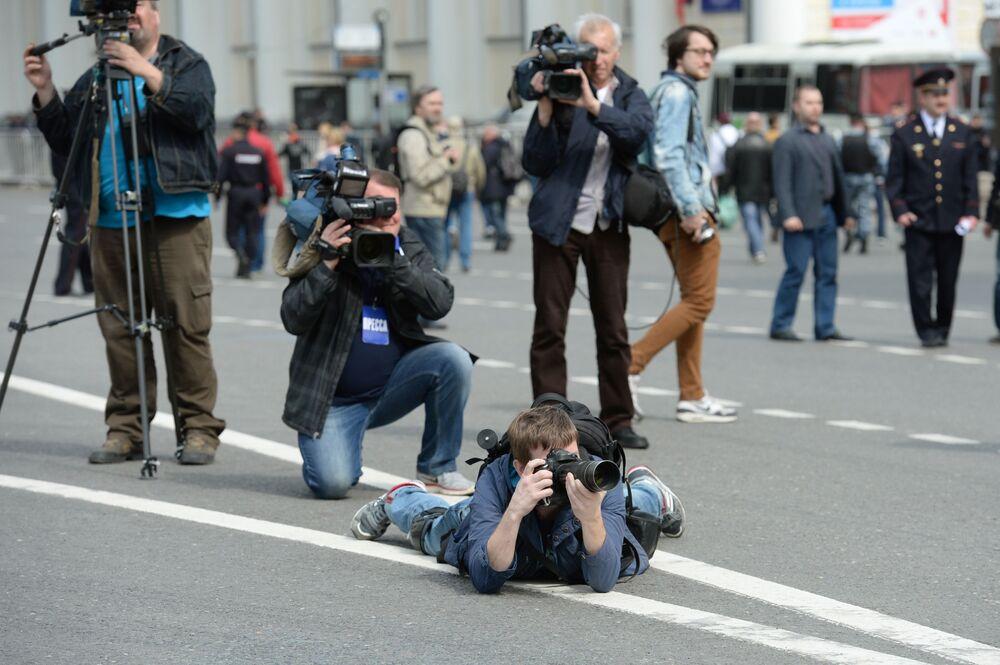 Dziennikarze podczas pochodu pierwszomajowego w Moskwie