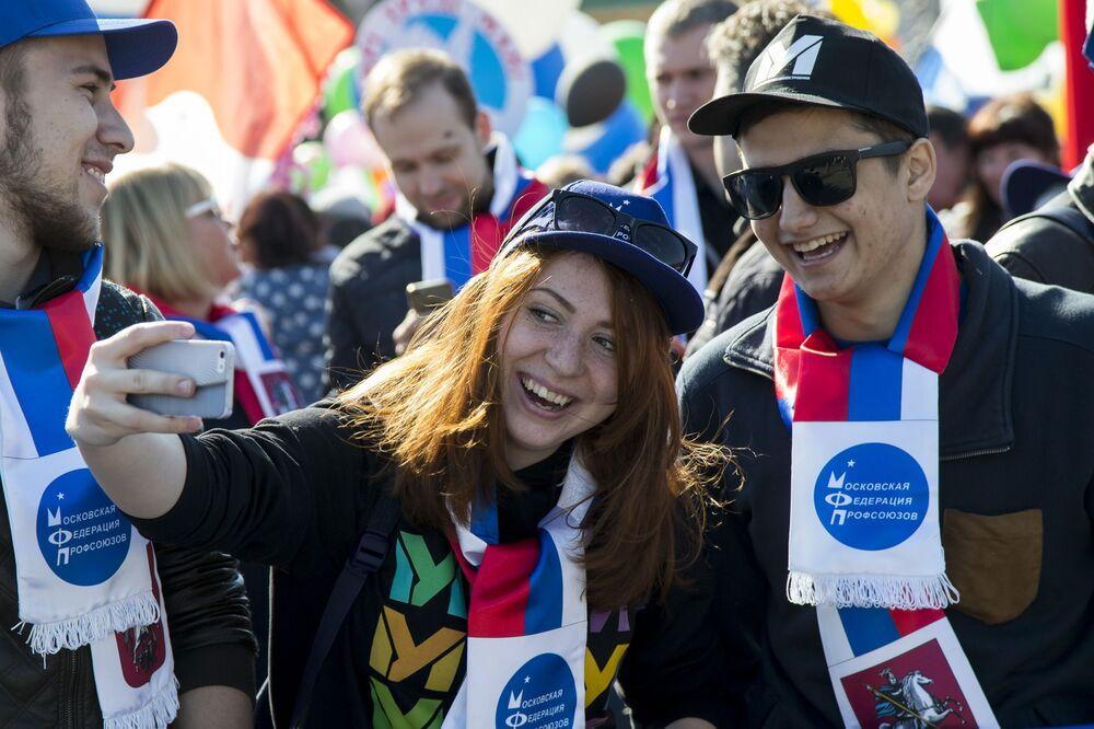 Uczestnicy pochodu pierwszomajowego na placu Czerwonym