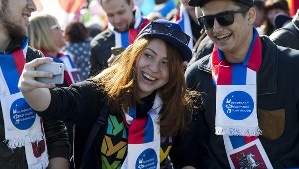 Uczestnicy pochodu pierwszomajowego na placu Czerwonym - Sputnik Polska