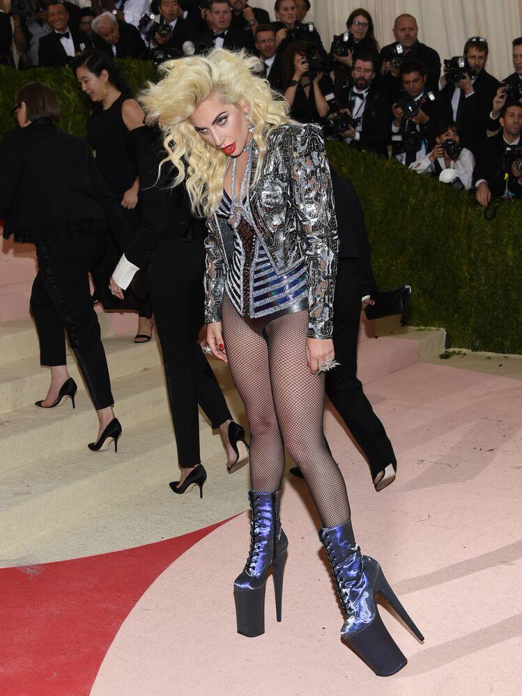 Lady Gaga na Met Gala, Nowy Jork, 2 maja 2016
