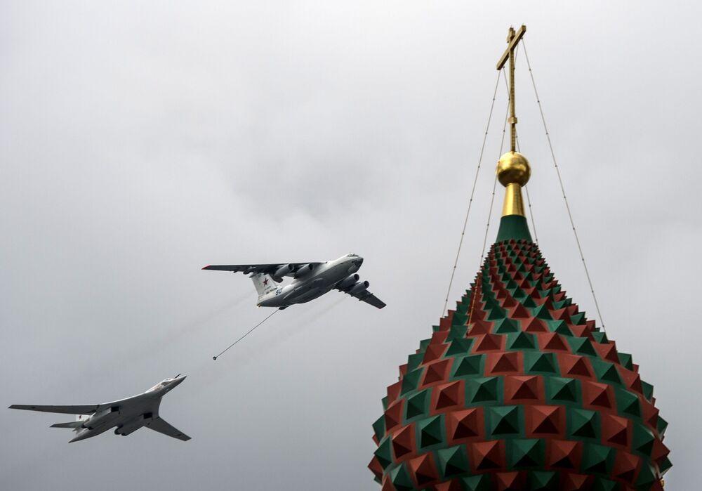 Tankowiec powietrzny Ił-78 oraz bombowiec Tu-160