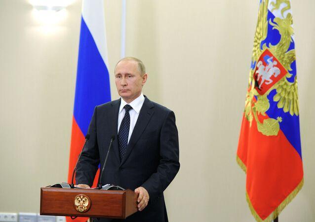 Telekonferencja prezydenta Rosji Władimira Putina z uczestnikami koncertu w Palmyrze