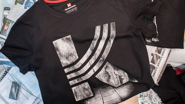Koszulka z logo koncernu Kałasznikow - Sputnik Polska