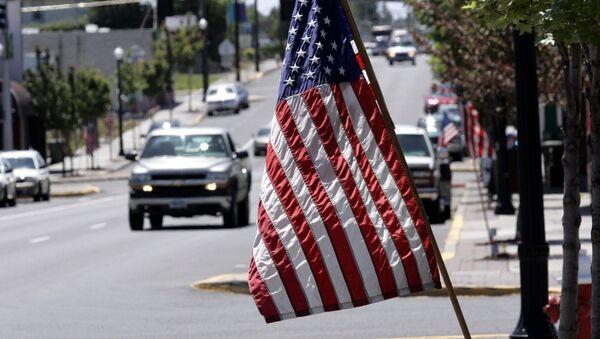 Flaga Stanów Zjednoczonych na ulicy Madrasu, USA - Sputnik Polska