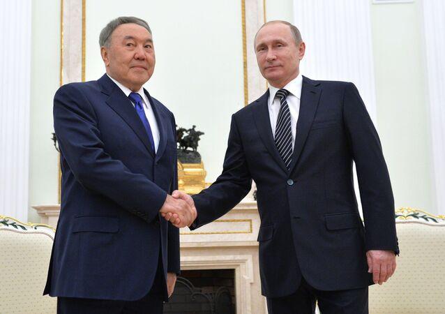 Prezydent Rosji Władimir Putin i prezydetn Kazachstanu Nursułtan Nazarbajew w czasie spotkania w Kremlu