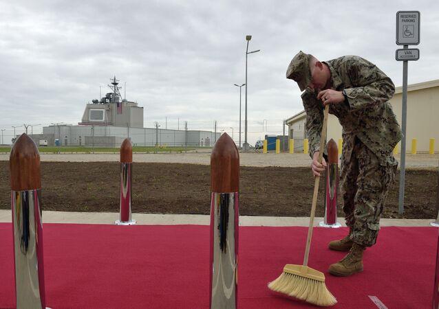 Przygotowania do ceremonii potwierdzenia gotowości operacyjnej amerykańskiego kompleksu obrony przeciwrakietowej Aegis Ashore w Rumunii