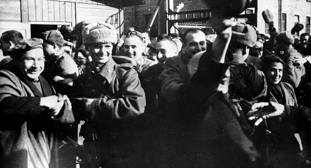 Więźniowie Auschwitz po wyzwoleniu przez Armię Czerwoną, styczeń 1945