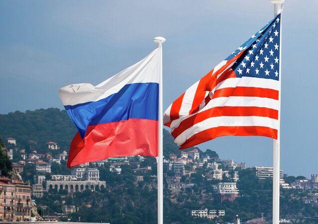 Flagi Rosji i USA.