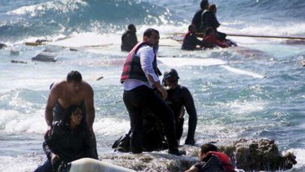 Imigranci, którzy chcą dostać się do Grecji - Sputnik Polska