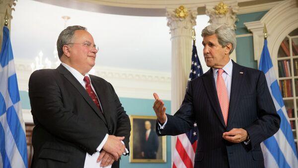 Sekretarz stanu USA John Kerry z greckim ministrem spraw zagranicznych Nikosem Kotsiasem - Sputnik Polska