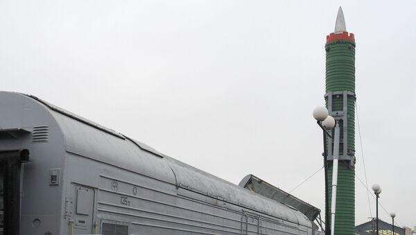 Bojowy kolejowy rakietowy kompleks Mołodiec z międzykontynentalną rakietą balistyczną RT-23UTTH - Sputnik Polska
