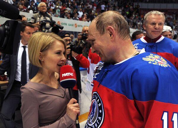 Prezydent Rosji Władimir Putin odpowiada na pytania dziennikarzy po meczu pomiędzy drużynami Gwiazdy NHL i Reprezentacja NHL - Sputnik Polska