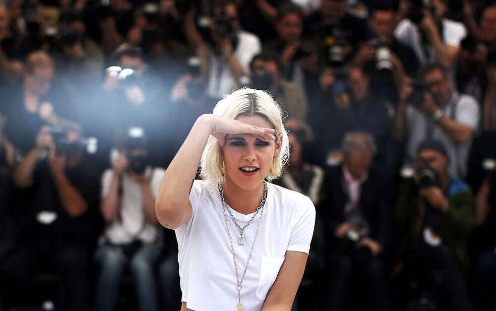 Aktorka Kristen Stewart na czerwonym dywanie podczas festiwalu w Cannes