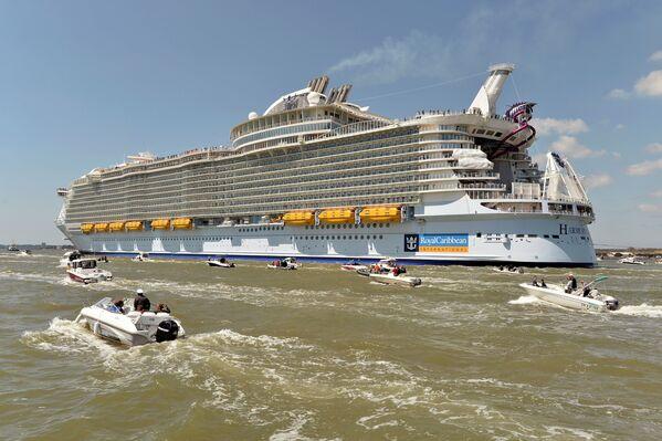 Największy statek wycieczkowy na świecie – Harmony of the Seas. - Sputnik Polska